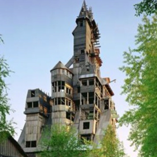 World 39 s largest tree house crossville tn one of these - Biggest treehouse in the world ...