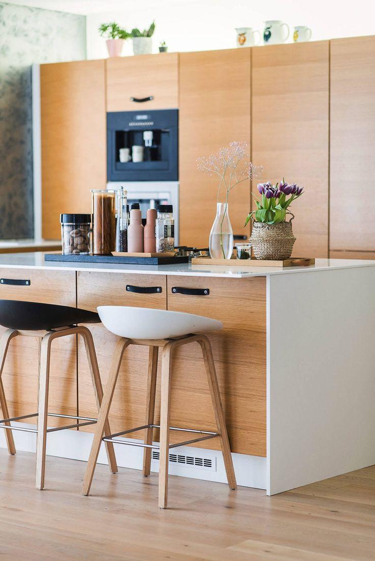 Tässä Unique Home -keittiössä kaikki kodinkoneet ja kylmälaitteet on integroitu kalusteisiin. Ovien takana piileksii myös kaksi aamiaiskaappia!
