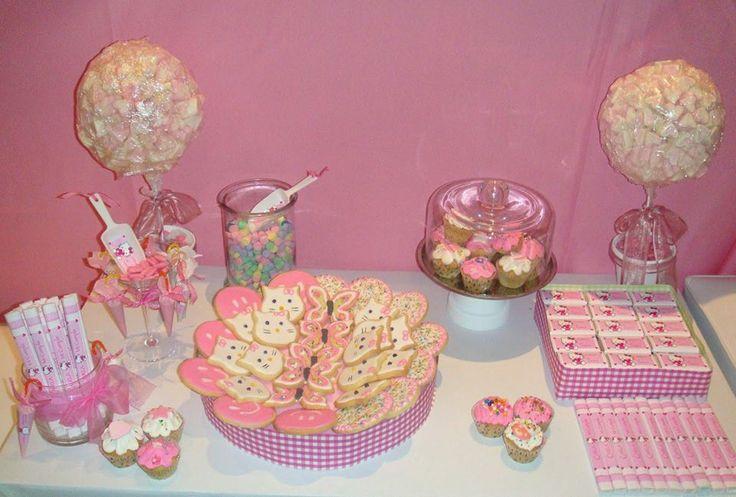 Otra mesa para fiesta infantil con galletas decoradas - Mesa dulce infantil ...