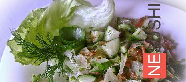 Салат айсберг с огурцами ==================== Легкий овощной салат с салатом айсберг и свежими огурцами. Варианты приготовления и заправки.