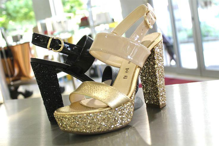 •P/E 2016• Sandali glitterati, una vera e propria passione! 😍 Per quale occasione sceglieresti lo stile esclusivo Lorenzo Mari? 💓 Guardalo sul nostro sito RICCISHOP.it 🔝🔝 #lorenzomari #scarpe #donna #sandalo #shoes #tronchetto #dorato #sandali #torino #ragazzina #sconto #formia #dorata #oro #scarpenuove #black #scarpa #totalblack #regalo #blogger #scarpa #roma #belle #saldi #shopping #adoro #stile #milano #calzature #venafro