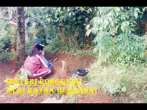 Misteri Penari Ronggeng Nyi Ratna Herang? - YouTube
