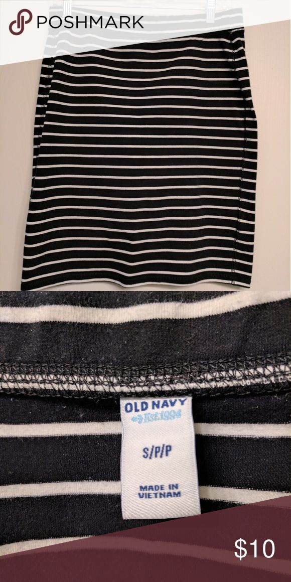 """Old Navy Striped Skirt Black & white striped skirt. Elastic waistband. Waist is 15"""" laid flat and length is 20"""". 87% cotton. 13% spandex. Excellent condition. Old Navy Skirts Pencil"""