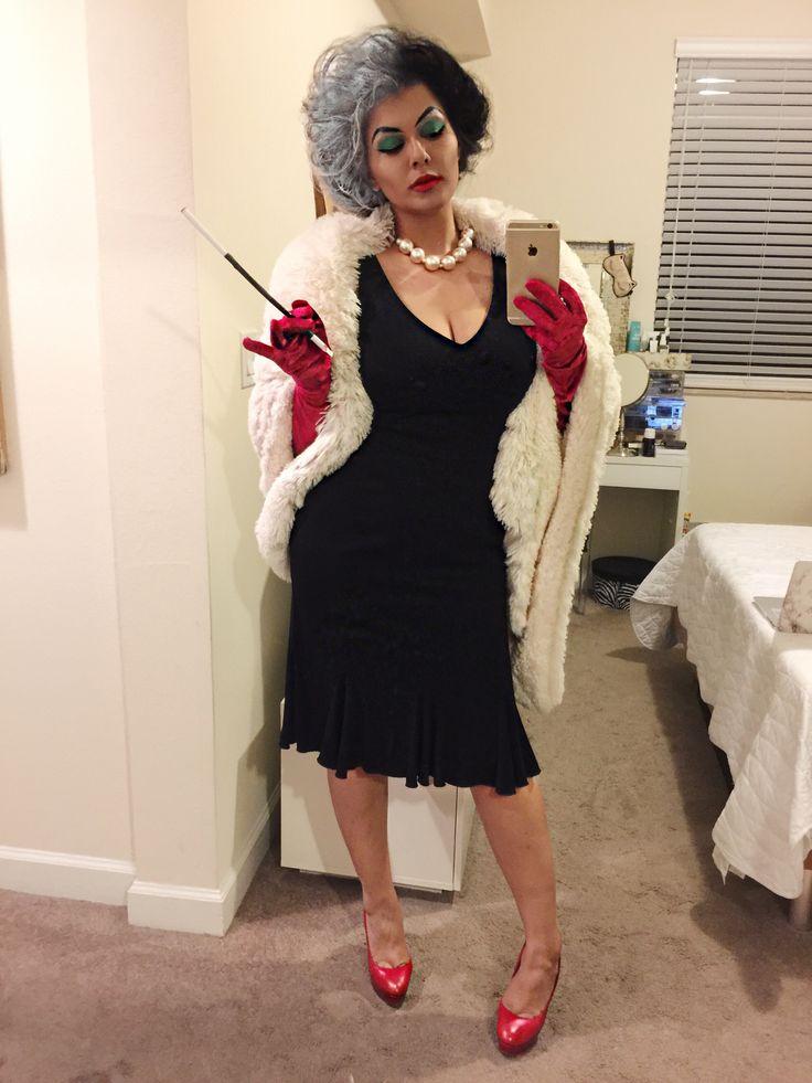 101 Dalmatians's Cruella Deville costume  #CruellaDeVille costume by @catabalzano for #Halloween2016 #Disney #101Dalmatians