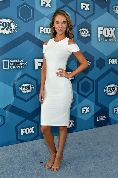 Olivia Jordan Cutout Dress - Olivia Jordan flaunted her slim physique in a form-fitting LWD with shoulder cutouts during the Fox 2016 Upfront.