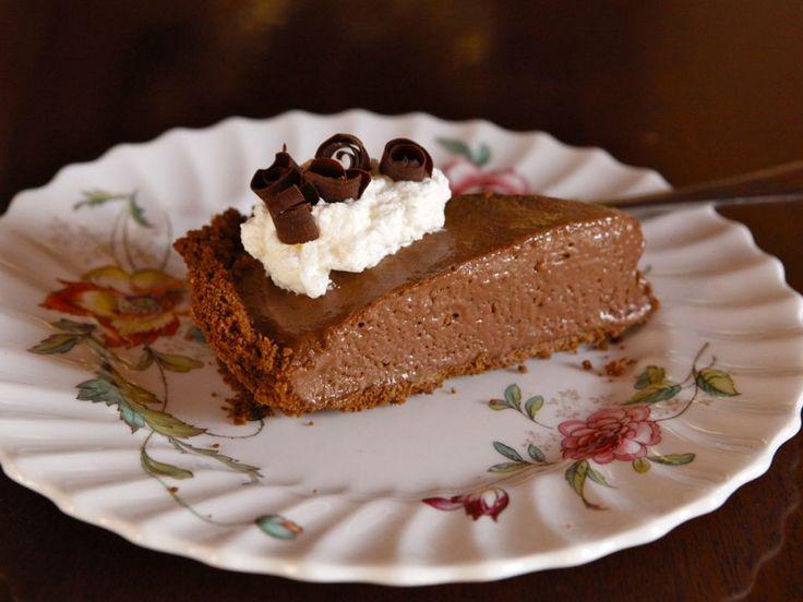 Csokoládés krémtorta sütés nélkül, pudinggal és rengeteg tejszínhabbal! Édes kísértés…