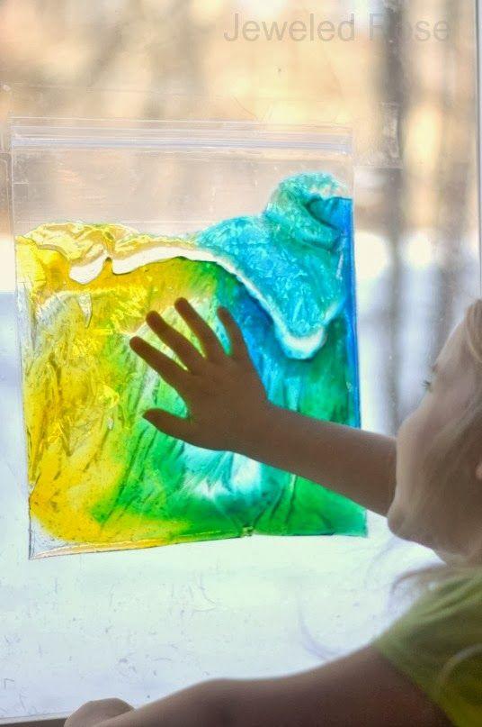 bolsas sensoriales Sun-colector son fáciles de hacer, libre de desorden, y permiten a los niños a explorar en todo tipo de formas