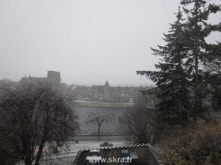 Une journée d'hiver sous la neige d'Ecosse à Inverness.