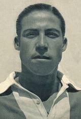 Angelo Carvalho - Angelo Ferreira de Carvalho nasceu no dia 3 de agosto de 1925. Ingressou no Futebol Clube do Porto na temporada de 1943/44 e vestiu a camisola azul e branca até à época de 1954/55. Foram doze anos ao serviço dos portistas onde conquistou o Campeonato do Porto por quatro vezes (1943/44, 1944/45, 1945/46 e 1946/47) e a Taça Associação de Futebol do Porto em 1947/48. Alcançou ainda várias vitórias brilhantes em jogos particulares. A primeira foi no dia 3 de Julho quando os…