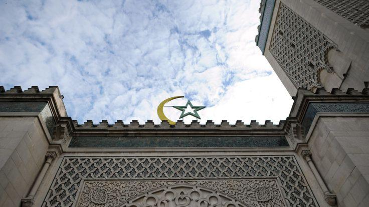 La Fédération nationale de la Grande mosquée de Paris a remis en question sa participation à la Fondation pour l'Islam de France et a appelé l'ensemble des musulmans à rejeter toute «ingérence» et toute mise sous tutelle de l'exercice de leur culte.