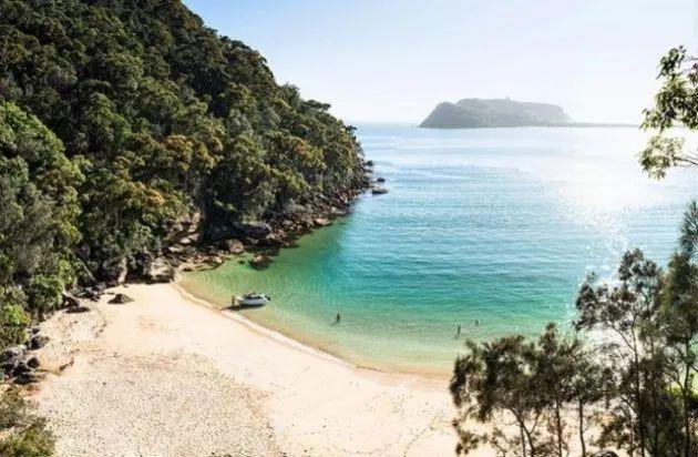 Resolute Beach, Sydney, Australia