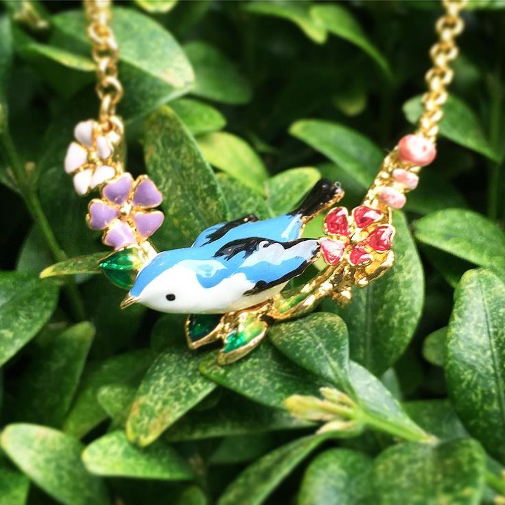 🌿🌸:: The Hedgerow Floral Pendant :: 🌸🌿 We have one left of this stunning hand painted pendant exclusively online, just head over to our offers page! 💙✨ . . . #BillSkinner #Hedgerow #bluebird #bird #floral #stilllifephotography #jewellery #design #handpainted #enamel #enameljewelry #enameljewellery #fashion