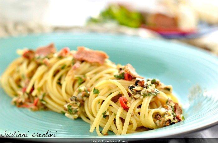 Spaghetti aglio e olio con noci, limone e bottarga di tonno | SICILIANI CREATIVI IN CUCINA | di Ada Parisi