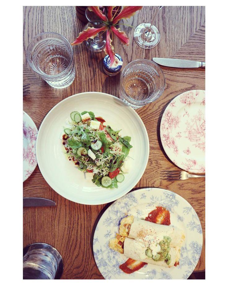 Ladies who brunch...het gebeurd niet vaak dat @sabinedewitte en @manonvb samen op stap zijn maar vandaag is dat zeker wel het geval! Een overheerlijke brunch bij de nieuwe hotspot @wyersamsterdam  beter kan het weekend niet beginnen!      #brunch #breakfast #foodie #food #foodporn #instafood #weekend #saturday #lunch #foodstagram #yum #delicious #yummy #eggs #foodblogger  #foodlover #love #foodgasm  #eeeeeats #foodpics #foodpic  #foodies #friends