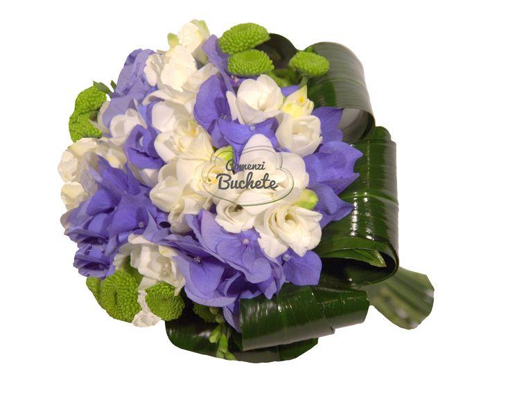 Buchet de mireasa din hortensie mov si frezii albe. Cochet, parfumat, feminin.