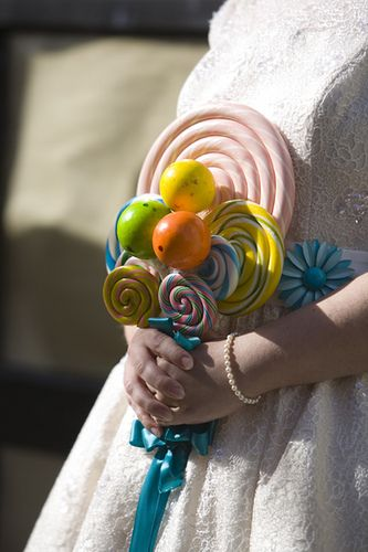 lollipop bouquet adds a quirky detail for those couples who aren't into the traditional style!