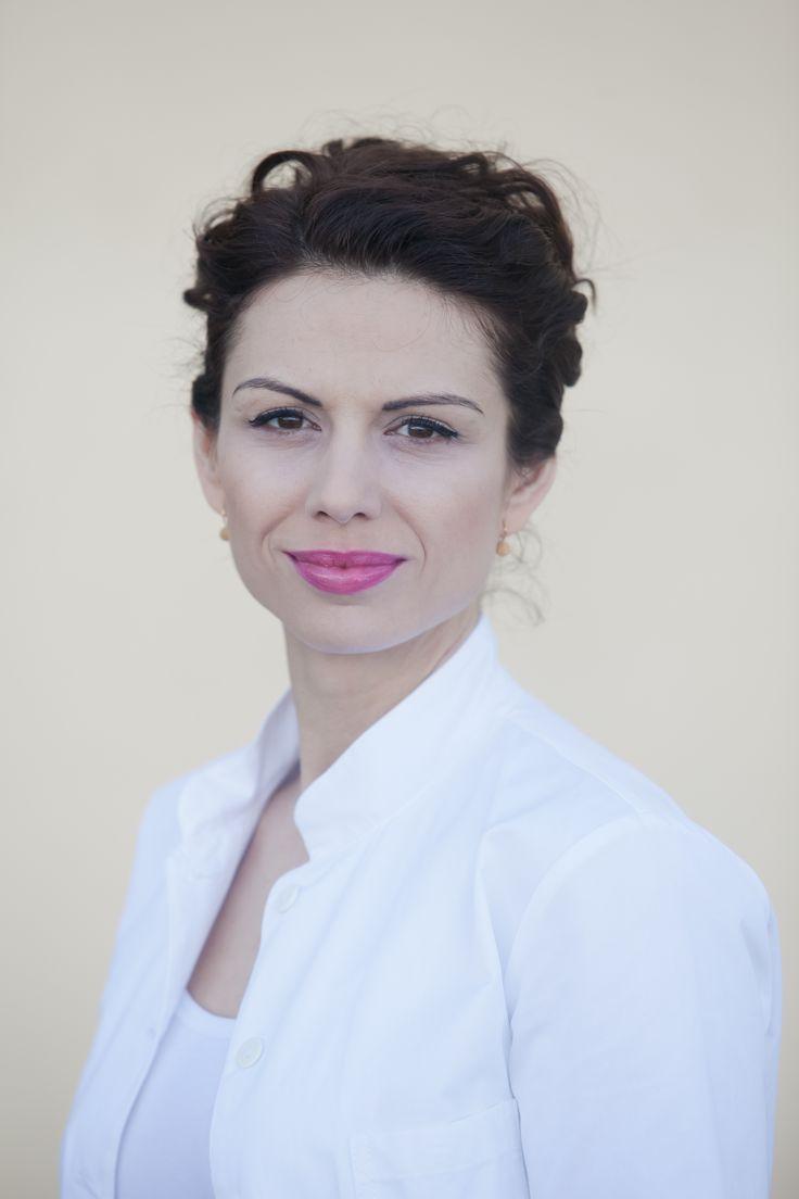 Nová nekompromisná primárka Rita Kernová si už brúsi zuby na kolegu Martina. Má v nej Nina konkurenciu? Dozviete sa na http://burlivevino.markiza.sk/clanok/aktualne/nela-pozor-mas-nebezpecnu-konkurentku-v-laske.html