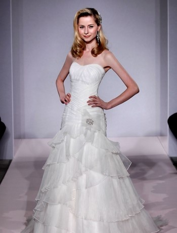 Bridal Gowns: Henry Roth A-Line Wedding Dress with Strapless Neckline and Dropped Waist Waistline