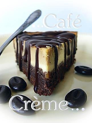 La meilleure recette de Cheesecake Café ~ Crème / Coffee Cream Cheesecake! L'essayer, c'est l'adopter! 5.0/5 (8 votes), 2 Commentaires. Ingrédients: Pour le fond biscuité au chocolat noir :, 180 g de Speeculos, +50g de Palets Bretons (par exemple St Michel), 80 g de chocolat noir à 70% de cacao, 30 g de beurre doux à température ambiante, , Pour la garniture :, 300 g de Saint Moret ou de Philadelphia, 2 petits oeufs de préférence bio, 70 g de sucre, 5 cuillères à soupe d...