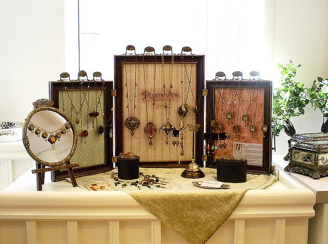 picture frame jewelry display idea