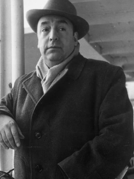 Pablo Neruda - Nació el 12 de julio de 1904. Su nombre ere Neftalí Ricardo Reyes Basoalto. Murió el 23 de septiembre de 1973.