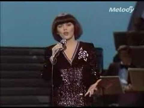 Обаятельная Мирей Матье и её хит «Une Femme amoureuse» Видео