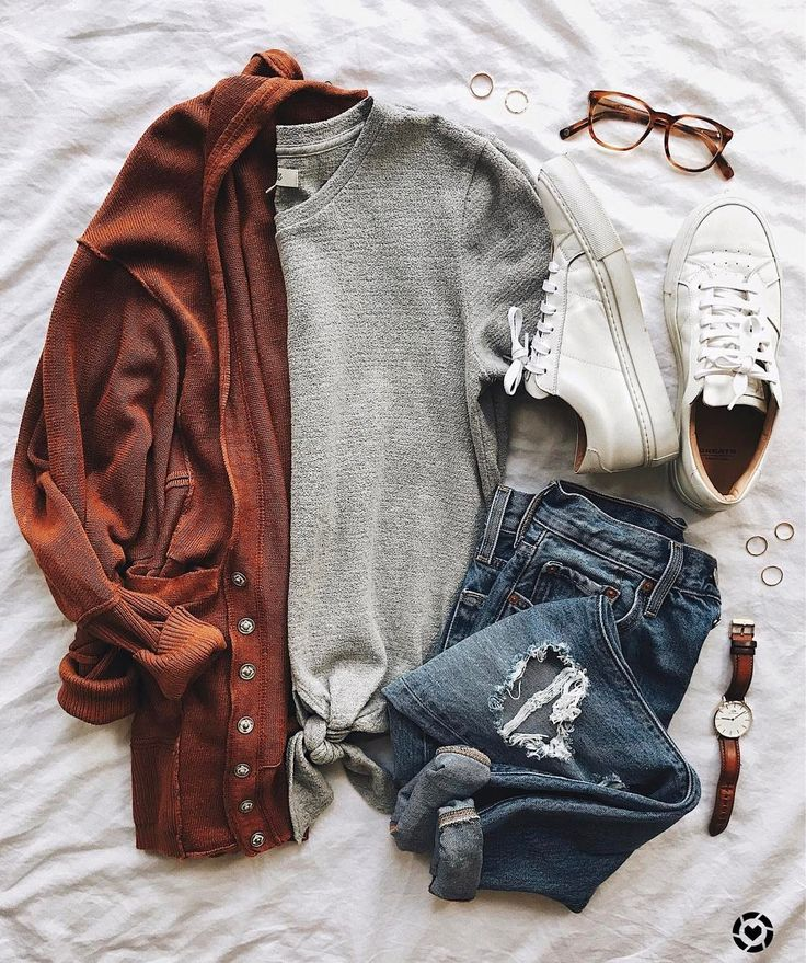 Trendy fall outfit with a Sienna cardigan, ripped jeans and white sneakers
