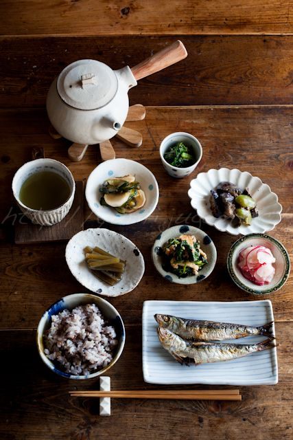 Traditional Japanese Meals (Salt-Grilled Whole Small Iwashi Sardines, Brown Rice, Veggies and Veggies) | Washoku 和の食卓