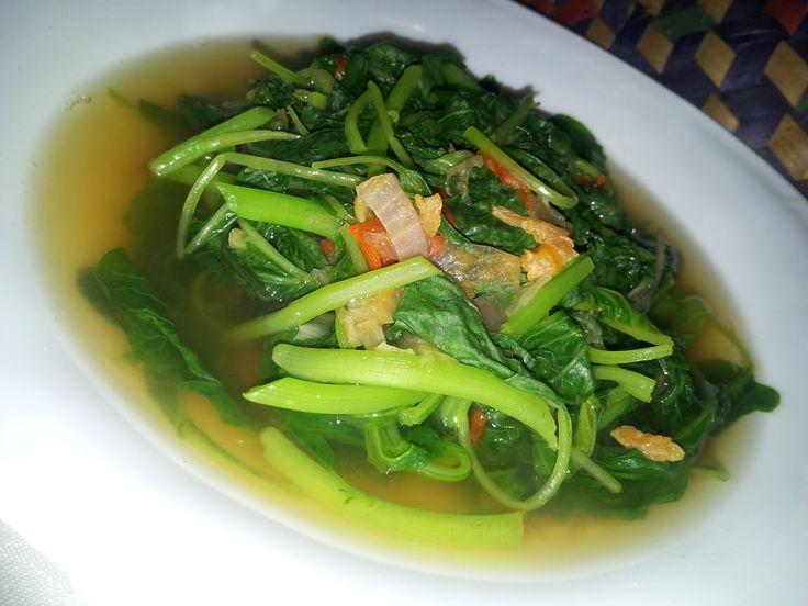 http://santeaja.com/cara-memasak-sayur-bayam-yang-benar-dan-enak/