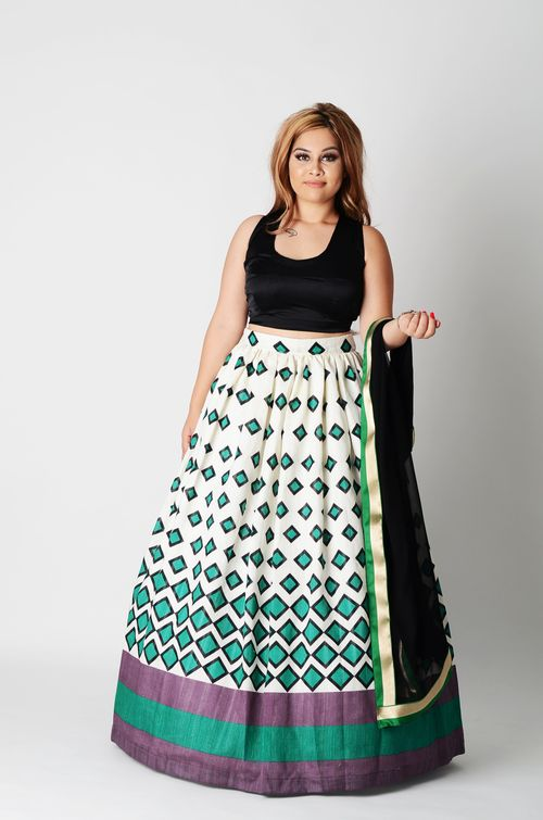 Hey, I'll take diamonds... even if they're green! Printed crepe lengha bottom with greys, blacks, and a cream base. Fits and Flares perfectly. Black sleevelss crepe blouse, cinches everything up with that tie back style.