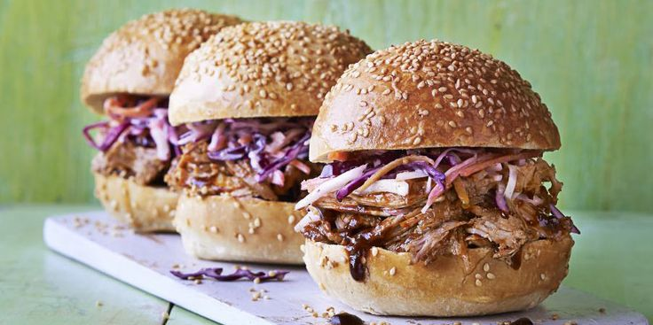 Tender, juicy pulled pork has well and truly made its trotter mark on UK dinner tables – but what's the secret to creating an authentic American version? Read our guide to seasoning, slow-cooking, serving and everything in between.