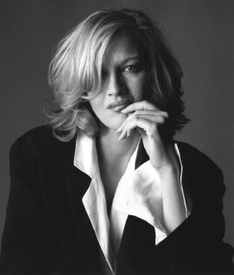 Diane Sawyer - extreme intelligence, beauty & class all rolled into one. Love her!