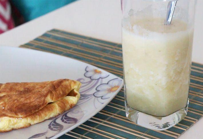 iniciar uma vida saudáve, uma dica de café da manhã mais saudável: crepioca com suco de abacaxi desintoxicante. Além da receitinha, falei um pouco de como
