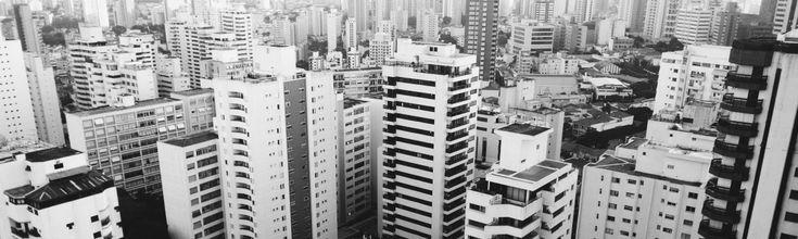 Guatemala, 1976. Meer dan twintigduizend mensen komen om door een aardbeving. Het aantal gewonden wordt geschat op ruim zeventigduizend. Het aantal daklozen is nauwelijks nog te tellen. Vooral de lemen huizen zijn met de grond gelijkgemaakt. De kans op nieuwe aardbevingen is en blijft heel groot. Een volgende aardbeving mag nooit meer zulke consequenties met […]