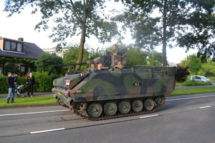 Bevrijdingsdag optocht legervoertuigen in Zoetermeer