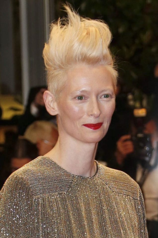 Tilda Swinton, original como siempre, en Cannes