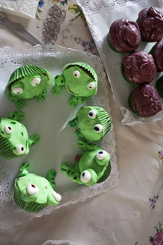 Holiday- Fun -Cute -Disney- Cake -and- Cupcake- Ideas_22