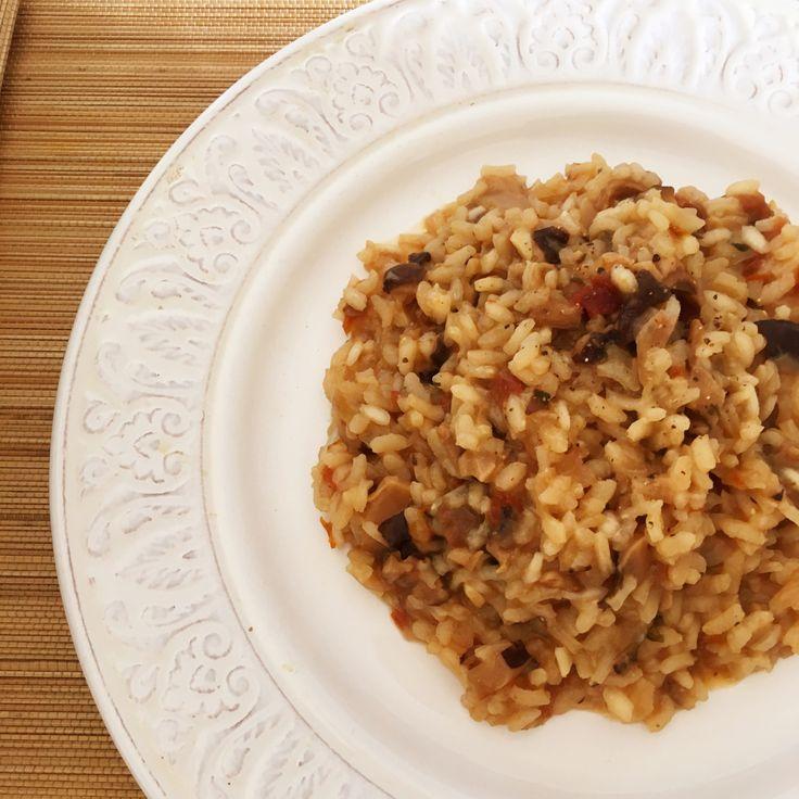 Para compensar tanta receta de pasta, estos días he decidio preparar unas cuantas recetas de arroz.. y es que desde que se me rompió la arrocera, lo tengo un poco abandonado… Esta receta bast…