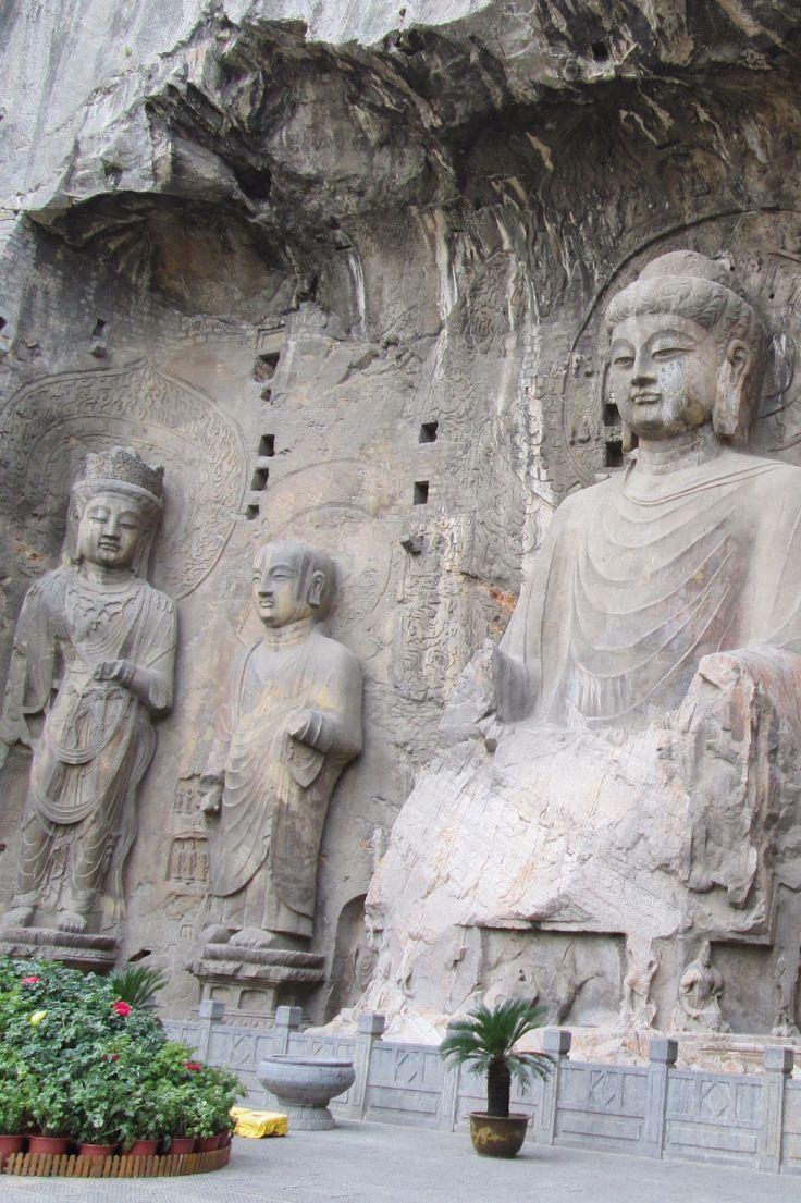 Takjub dengan keindahan ukiran patung Buddha di Longmen Grottoes, Henan, China