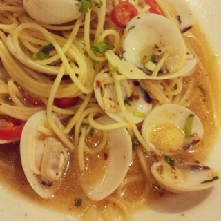 Spaghetti with clams. Like a clear soup but it taste good.