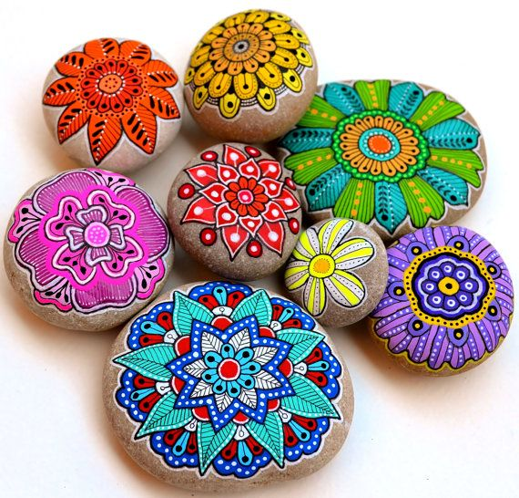 Las 25 mejores ideas sobre mandalas pintadas en pinterest for Piedras grandes pintadas para jardin