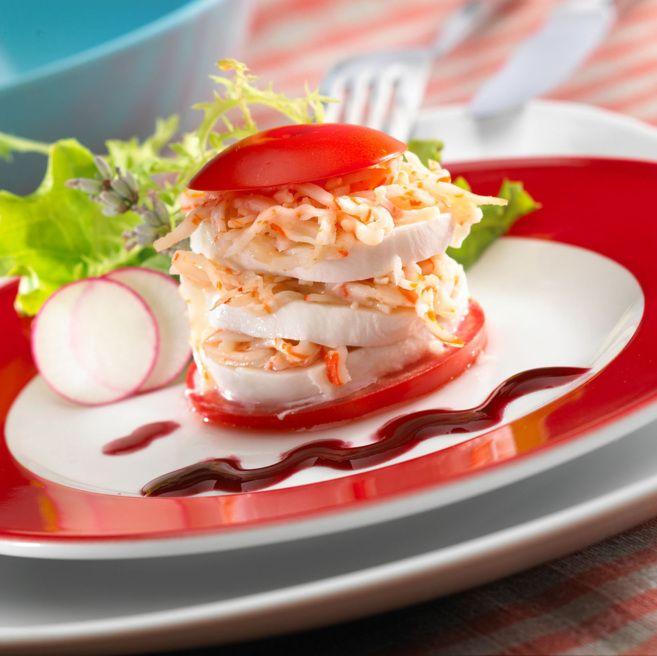 Ingredientes   Rallado Krissia. Mozzarela fresca. Tomate maduro. Rábano. Lechugas variadas. Eneldo. Grosella. Aceite de oliva. Vinagre de vino tinto.     Preparación   Co