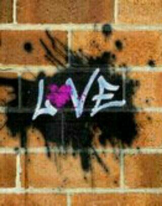 #LoveAtWall