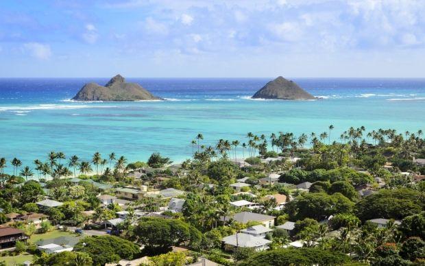 Lanikai Beach is te vinden op het eiland Oahua. Er is geen bebouwing op het strand, en daarom juist zo mooi.
