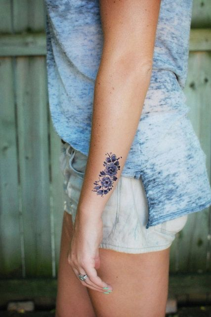 Floral vintage Dutch 'Delfts Blauw' temporary tattoo door Tattoorary, $6.00