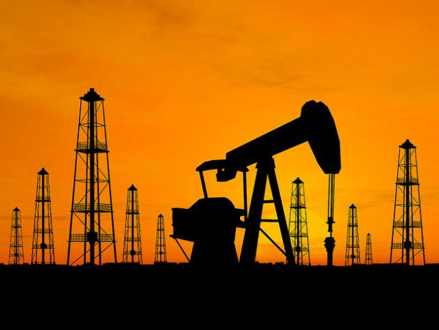 Oil rigs and pumps. Credit: Bigstock