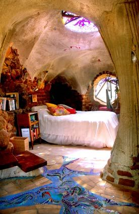 eco-cosmic bedroom with lovely skylight and window light sources