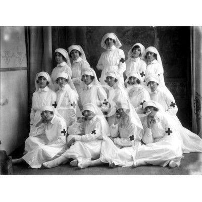 1920-DISTINGUIDAS SEÑORITAS QUE CANTARON ANTE SU ALTEZA REAL, LA INFANTA ISABEL, EL TRÍO CARIDAD DE ROSSINIEN LA FIESTA DE LA CRUZ ROJA.