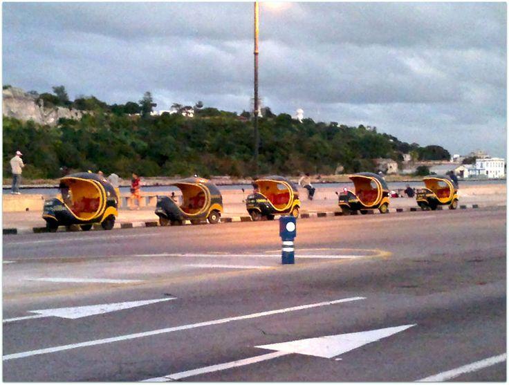 El Malecón, coco-taxis a la espera