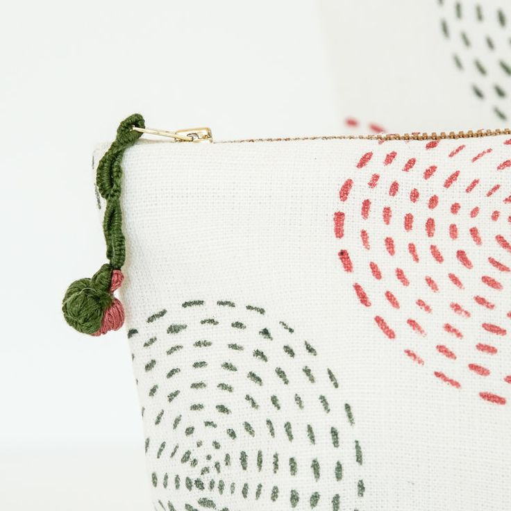 Hand block printed and embroidered multi-purpose pouch set / Hand bedruckt und bestickte Taschen für alles // ARTHA Collections #accessories #pouches #blockprintbags #cosmeticpouches #clutches
